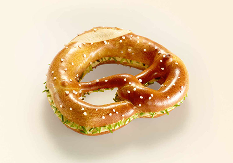 XL Buttered Pretzel With Chives