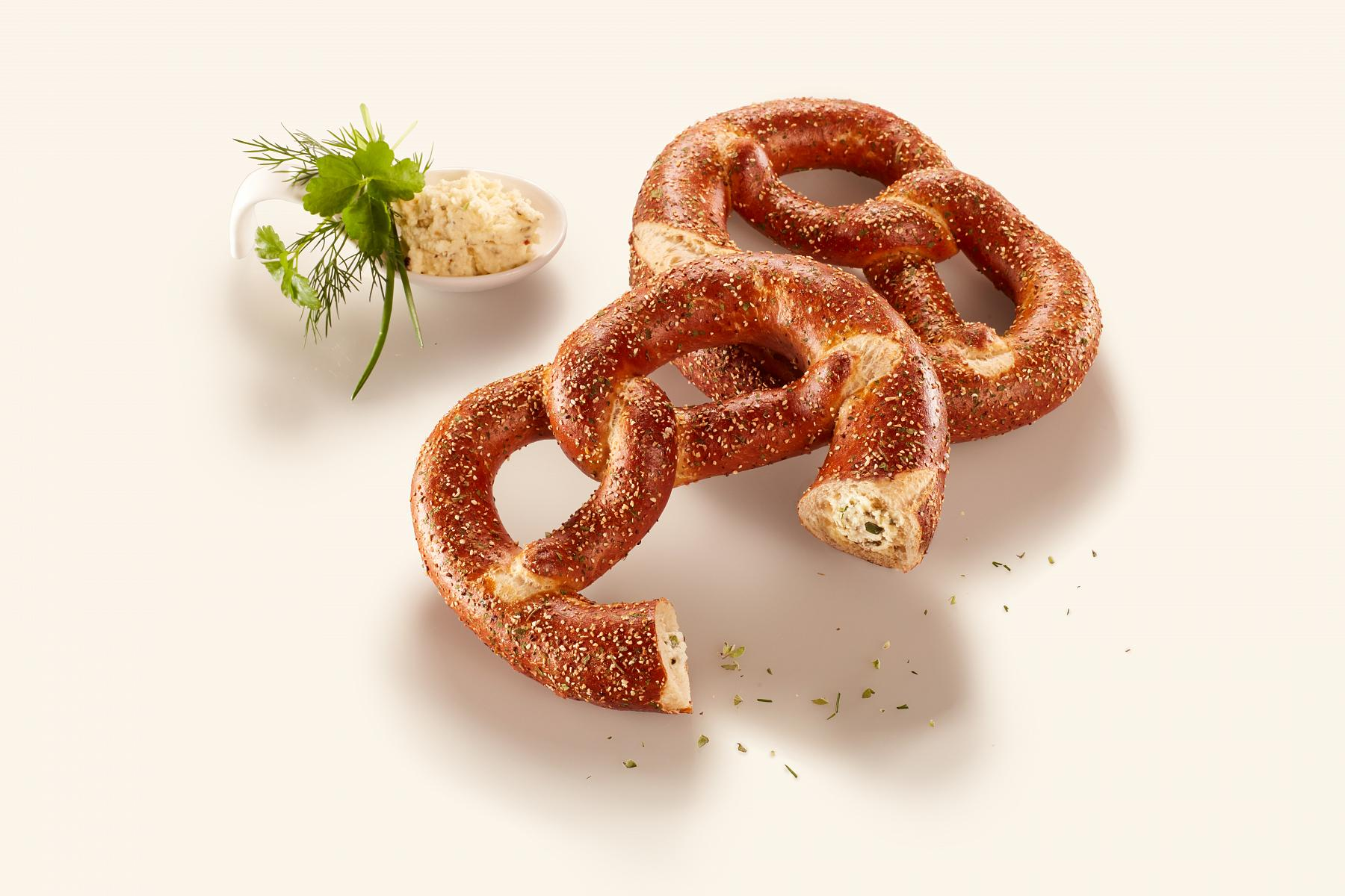 Pretzel filled with herb butter, 81 g